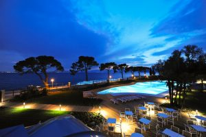 Vista dell'Hotel Corte Valier dopo il tramonto